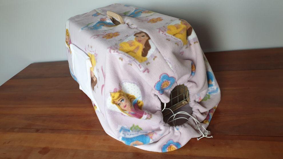 Copritrasportino a sacco bianco/rosa con tasca in morbido pile per trasportini fino a  L60cm